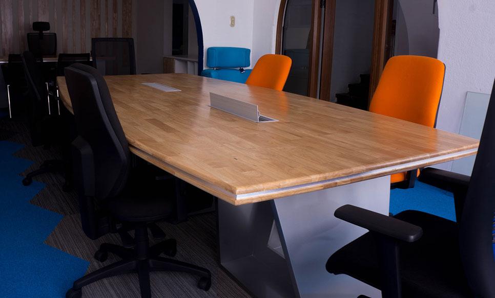 Mesas de reuniones krea for Mesa de reuniones